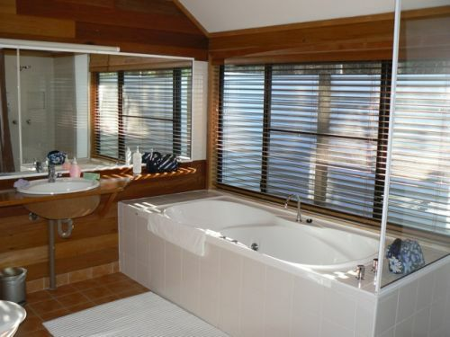 Girraween Lodge Spa bath
