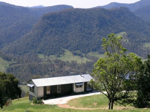 Spring Creek Cottages Accommodation Page