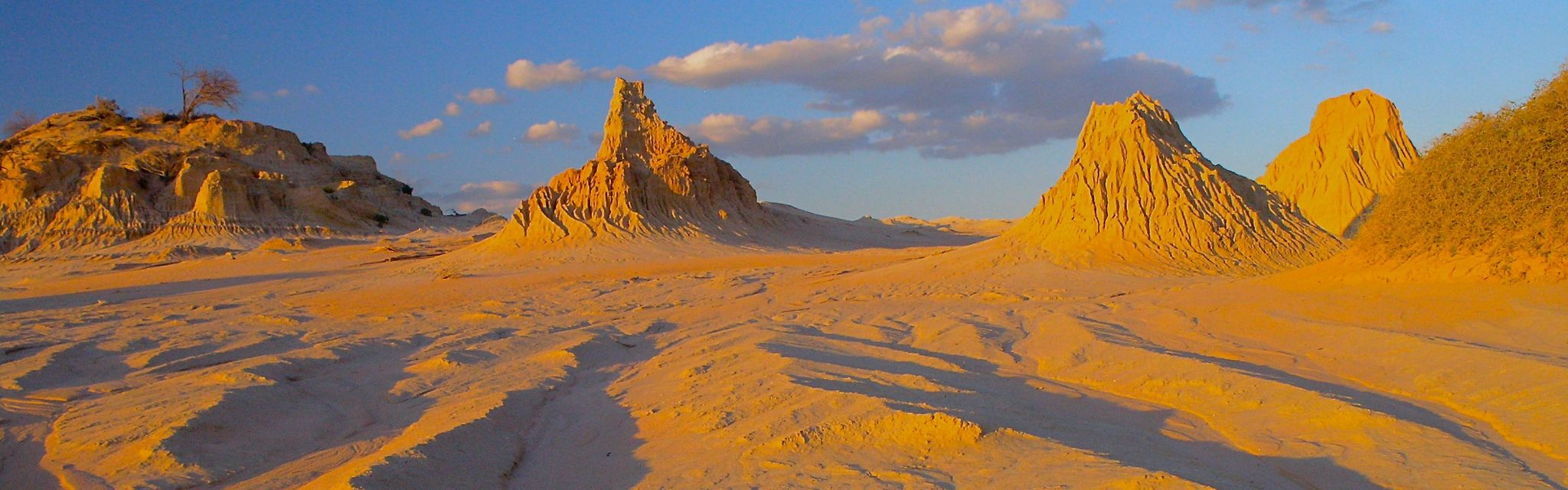 Dune Formations Mungo National Park, Big Rivers Outback Tour